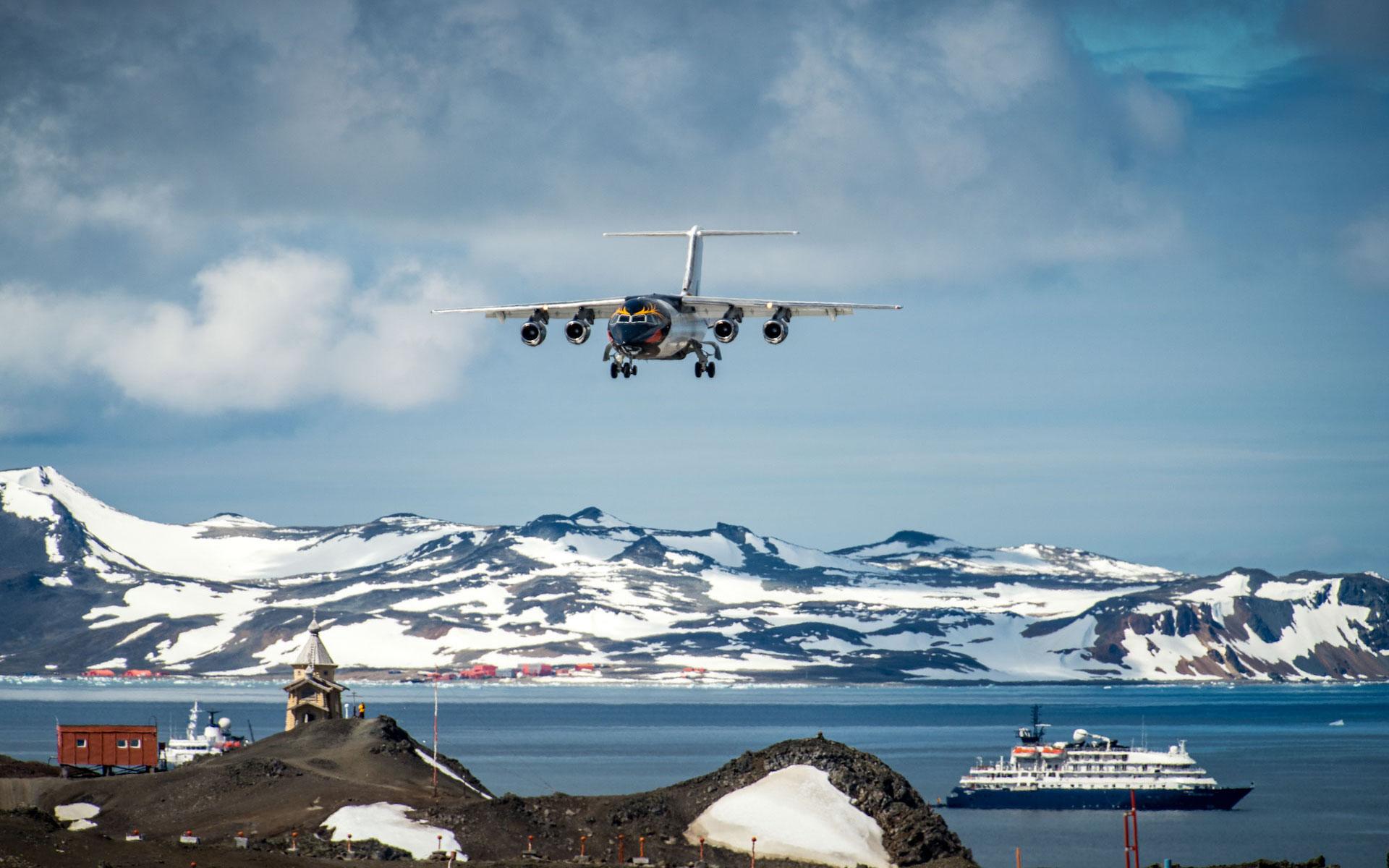 Antarktische Halbinsel mit Fluganreise über die Drakestraße (Fly & Cruise)